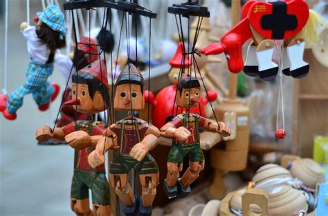shopping in italy 5 items to bring back home must buys venuelust rome souvenirs rome shopping ciao citalia