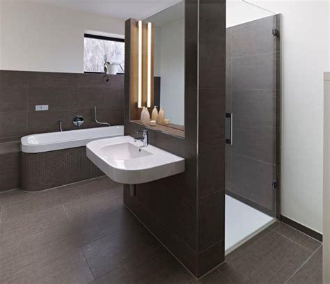 Moderne Gästebadezimmer by Haus V