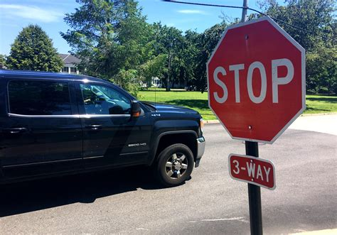 Drivers ignore Middletown stop sign, police add patrols ...