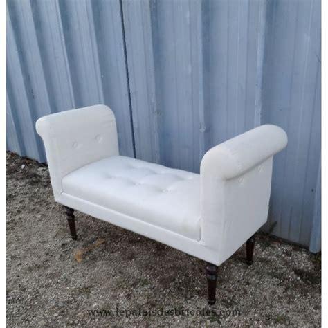 mini canapé lit canapé banquette moderne tapissée en blanc le palais