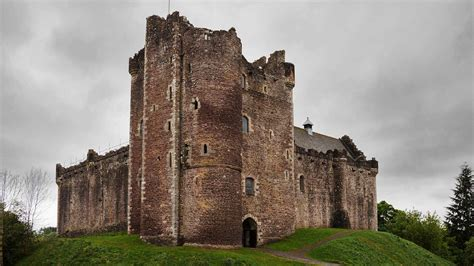 lochs castles   local privately guided tours