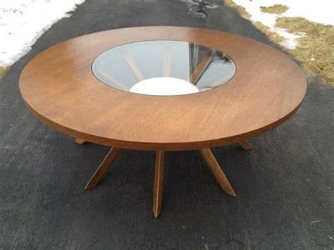 Broyhill Brasilia Cathedral Round Coffee Table Static