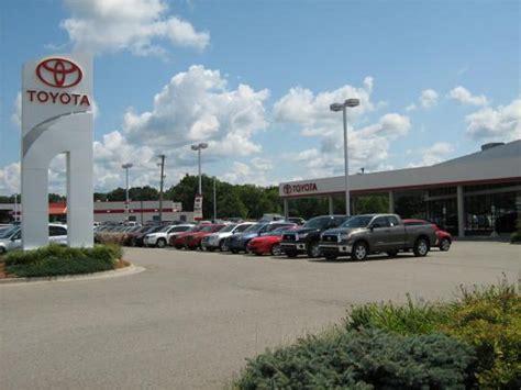 Chrysler Dealer Grand Rapids Mi by Kool Toyota Car Dealership In Grand Rapids Mi 49525
