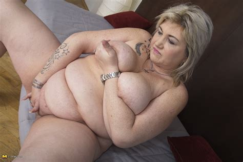 naked chubby milf masturbating photos and other amusements