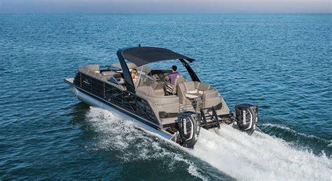 fastback  wide beam pontoon boats