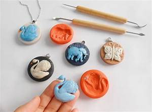 Make Projecting Animals Pendants And Their Molds Using