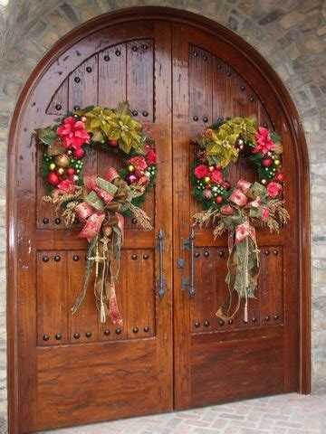 create  warm   festive christmas front door