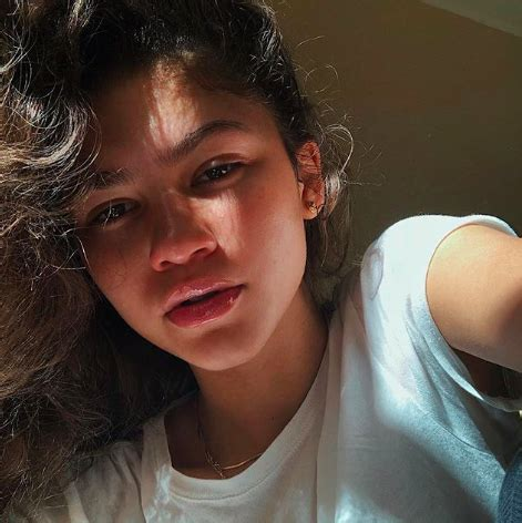 40 Celebrities Without Makeup — See Their Makeup-Free Selfies