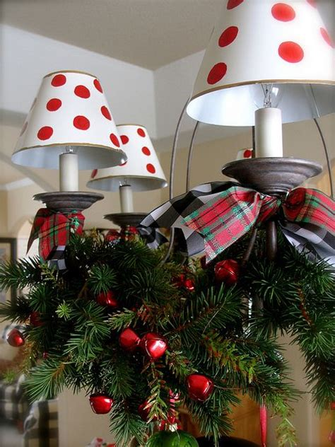 christmas decor ideas  traditional red  green