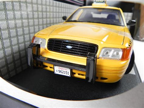 yellow cab garage in ford crown taxi checker cab 1 18 yellow neu ebay