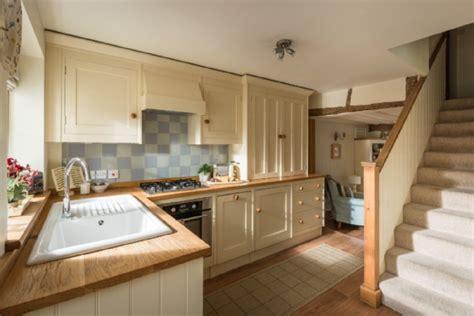 country kitchens shaftesbury bretforton luxury self catering cottage fox cottage 2939