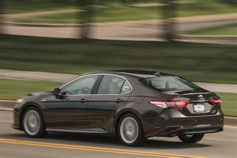 toyota camry hybrid review trims specs  price