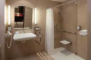 Behindertengerechtes Badezimmer Planen : bild behindertengerechtes badezimmer zu austria trend ~ Michelbontemps.com Haus und Dekorationen