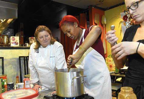 women seek culinary careers  gender gap remains