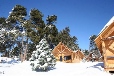 chalet pied des pistes pyrenees chalet en bois huttopia au pied des pistes 19991001 location et vacances