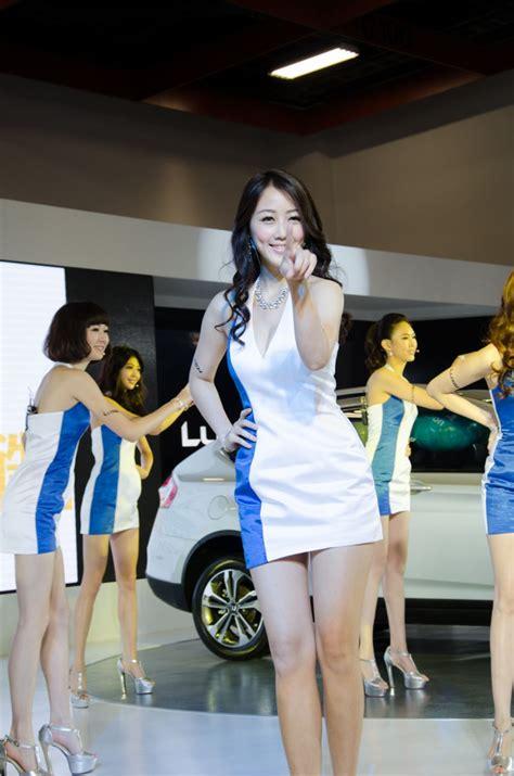 girls   taipei international auto show