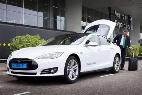 tesla taxis  holland follow norway   electric green