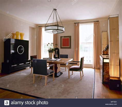 colori sala da pranzo sala da pranzo moderna tavolo in legno sedie imbottite rug