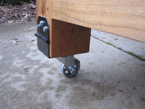 sistema de rodinhas na bancada de marceneiro design