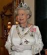 File:Elizabeth II, Buckingham Palace, 07 Mar 2006 crop ...