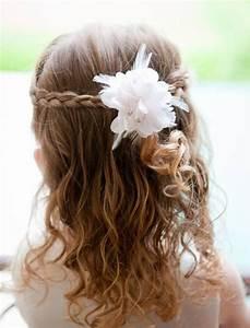 coiffure petite fille pour mariage 30 filles d39honneur With chambre bébé design avec couronne de fleurs pour cheveux mariage