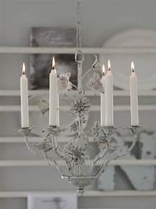 Kronleuchter Mit Kerzen Und Lampen : kronleuchter f r 6 kerzen antik aussehend im shabby look weiss haus garten shabby antik ~ Bigdaddyawards.com Haus und Dekorationen