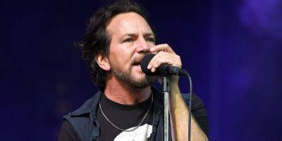 Boating Accident Haliburton by Pearl Jam Donates 70 000 To Man Who Saved Eddie Vedder S