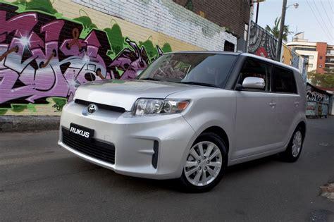 Toyota Car : Toyota Corolla Hybrid V Toyota Prius Comparison