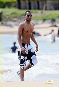 Shirtless Marlon Wayans: Beach and Brothers: Photo 2546636 ...