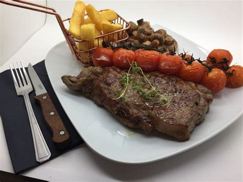 Add remaining 1 tablespoon oil to the pan. 12oz Welsh Dry Aged Sirloin Steak - Picture of Cefn Mably ...