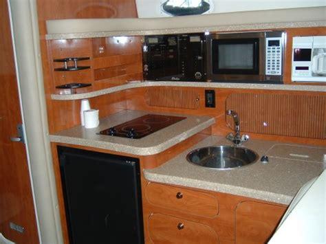 cuisine bateau bateau moteur occasion rinker 342 vee 34 pieds 10 4 mètres 2005 intérieur du bateau