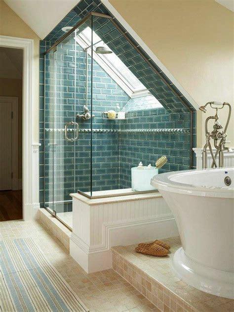 Badezimmer Mit Eckwanne by Elegante Duschkabine Und Wei 223 E Badewanne Unter Dachschr 228 Ge