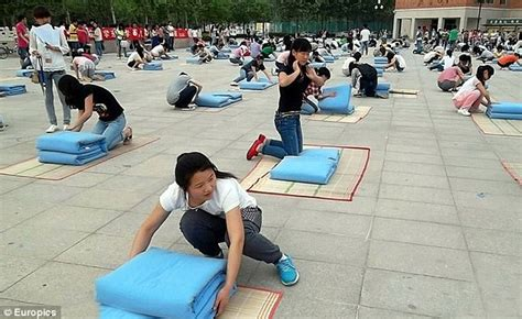 Hundreds Of Chinese Students Forced To Compete In Quilt