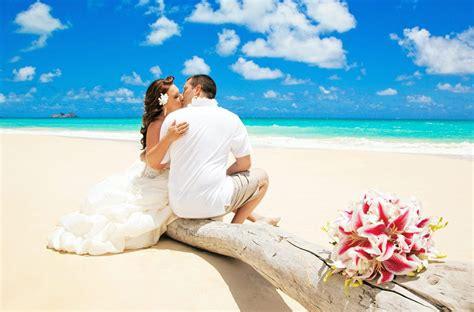 Planning A Hawaii Beach Wedding? Etiquette Tips