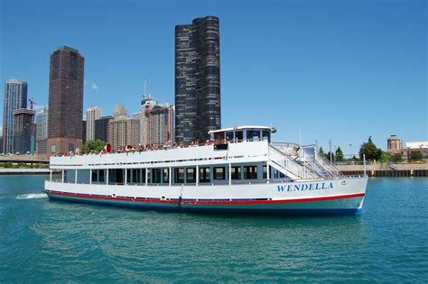 Duck Boat Tours In Chicago by Chicago River Tours Boat