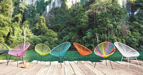 béton ciré sur carrelage plan de travail cuisine des chaises de jardin de couleur pour une déco pétillante