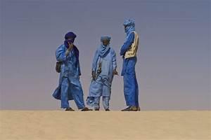 File:Touaregs at the Festival au Desert near Timbuktu ...
