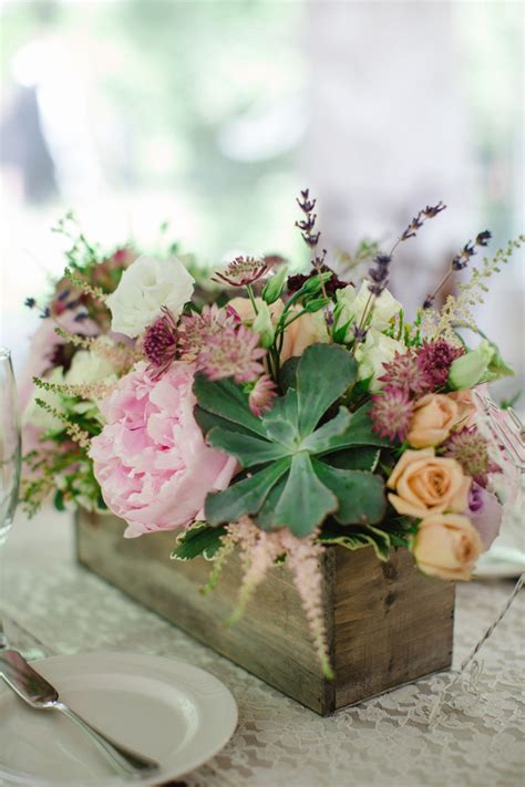wedding trends  ways   succulents