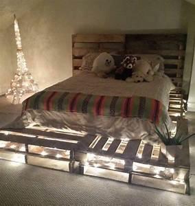Comment Faire Un Lit En Palette : 25 best ideas about lit palette on pinterest palette bed euro pallet size and euro pallets ~ Nature-et-papiers.com Idées de Décoration