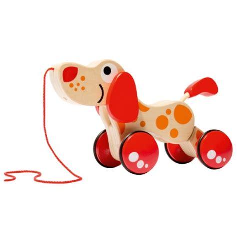 siege de bain bébé chien à tirer en bois hape pour enfant de 1 an à 4 ans