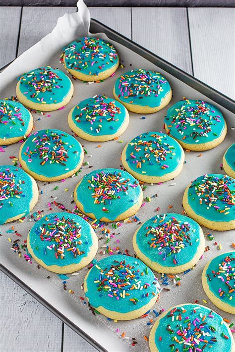 Some people couldn't care less what their christmas cookies look like. Gluten Free Sugar Cookies & Icing • Dishing Delish