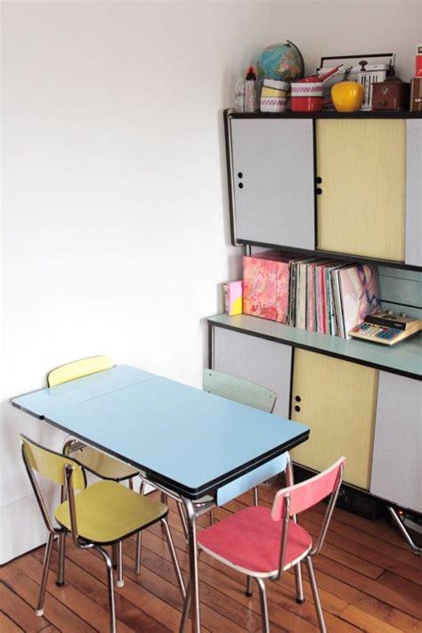 buffet de cuisine vintage cuisine deco retro inspiration annees 70 chaises table et