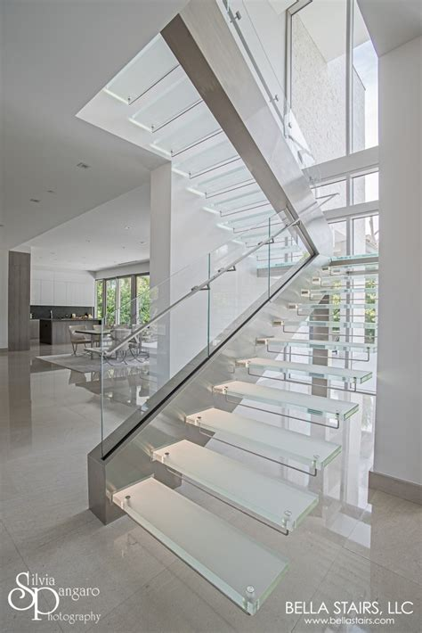 Treppenstufen Aus Glas by Floating Glass Staircase With Led Lighting Stairs