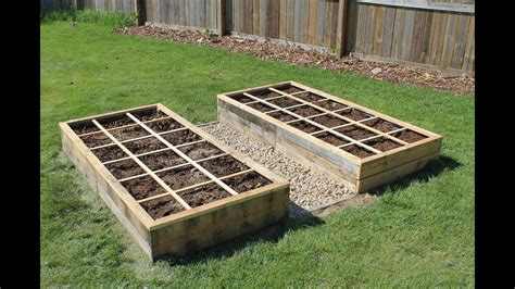 creating  raised bed garden  pallet wood