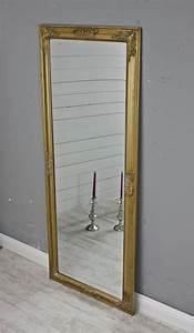 Spiegel Im Wohnzimmer : die besten 25 spiegel gold ideen auf pinterest gold ~ Michelbontemps.com Haus und Dekorationen