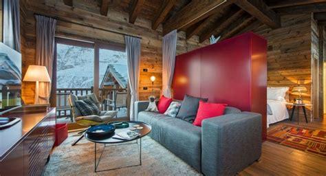 canapé style chalet déco chalet montagne dans le salon en 50 idées intéressantes