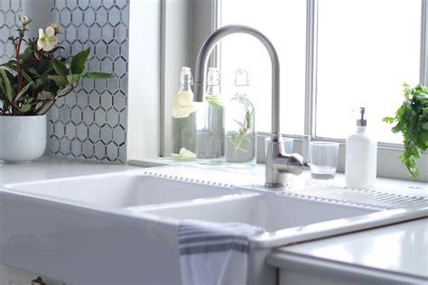dual farmhouse sink  gooseneck faucet transitional