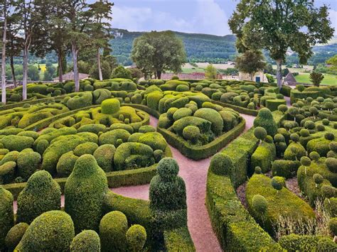 Five Of The World's Most Fascinating Topiary Gardens