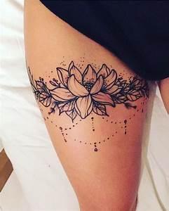 Fleur Lotus Tatouage : tatouage femme fleur sur la cuisse tatouage fleurs cuisse ~ Mglfilm.com Idées de Décoration