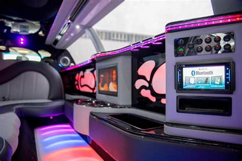 Stretch Limousine Car by Lincoln Town Car Limousine Innen